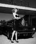 Vẻ đẹp Mỹ la-tinh đầy bốc lửa và gợi cảm của mỹ nữ bên xe khiến người xem không thể rời mắt.