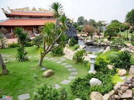 Nhà thờ Tổ của Hoài Linh được trang trí đón Tết Đinh Dậu