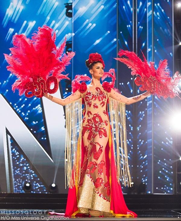 Quốc phục của Lệ Hằng xuất sắc xếp hạng 4 tại Miss Universe 2016 - Ảnh 12