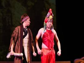 Trấn Thành gây cười với tạo hình thần kê trong kịch Tết