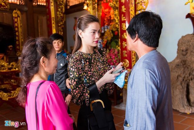 Hồ Ngọc Hà đưa Subeo viếng đền thờ của Hoài Linh mùng 2 Tết-5