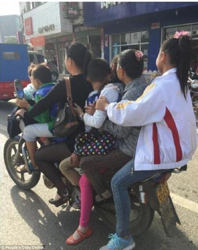 Tuyển tập những pha tham gia giao thông khiến người xem cười muốn bể bụng - Ảnh 6.