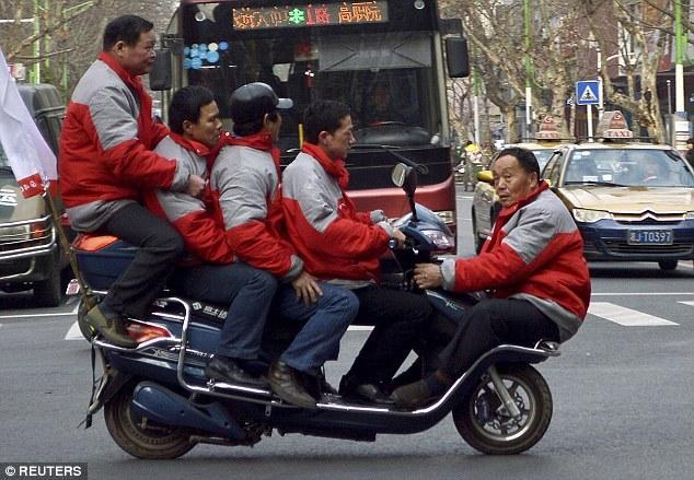 Tuyển tập những pha tham gia giao thông khiến người xem cười muốn bể bụng - Ảnh 8.