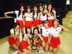 Bị SBS cấm cửa, I.O.I vẫn giành chiếc cúp cuối cùng trước ngày chính thức tan rã