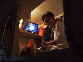 Video: Mục sở thị không gian chật đến nghẹt thở trong một căn nhà