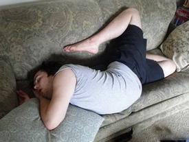 """Những tư thế ngủ không theo một """"quy củ"""" nào cả!"""