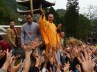 Phạt nhà sư tung lộc ở chùa Hương phải sám hối, quỳ hương