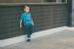 Chỉ với quần jeans và áo phông đơn giản, cậu bé vẫn cực kì thu hút mọi ánh nhìn của khách qua đường trên phố. Trang phục dù thể hiện phong cách như các tín đồ thời trang nhí nhưng vẫn phù hợp với độ tuổi của Nhím.