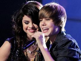 Vừa công khai yêu The Weeknd, Selena đã lại hát về Justin?