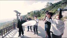 Sơn Tùng lên tiếng khi bị chỉ trích đi giày vào chùa quay MV Lạc trôi