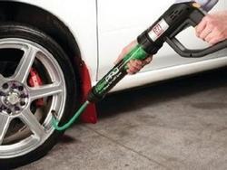Sợ nổ lốp ô tô, nhiều 'dân chơi' đã dùng khí nitơ