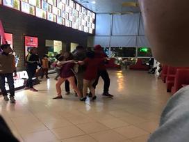 Người phụ nữ tố bị chồng cùng người nhà đánh đập, giật con nhỏ từ tay mình tại rạp chiếu phim ở Hà Nội