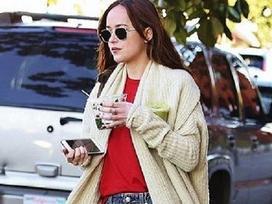 Street style biến hóa với jeans của mỹ nhân '50 sắc thái'