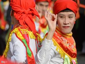 Trai Hà Nội má phấn môi son chơi múa bồng