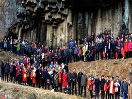 Bức ảnh gia đình hoành tráng nhất Trung Quốc với sự góp mặt của 500 thành viên