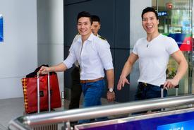 """Vợ con ra sân bay Tân Sơn Nhất đón anh em """"Hoàng tử xiếc"""" về nước sau khi phá kỷ lục thế giới"""