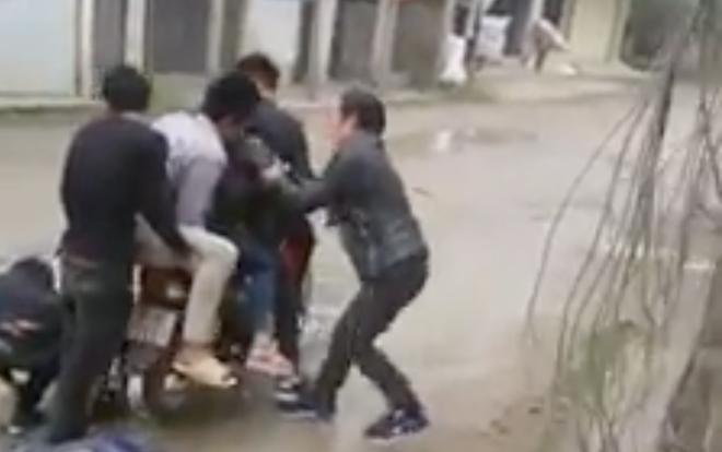 Thanh niên bắt vợ giữa đường ở Nghệ An không bị xử lý hình sự - Ảnh 1.