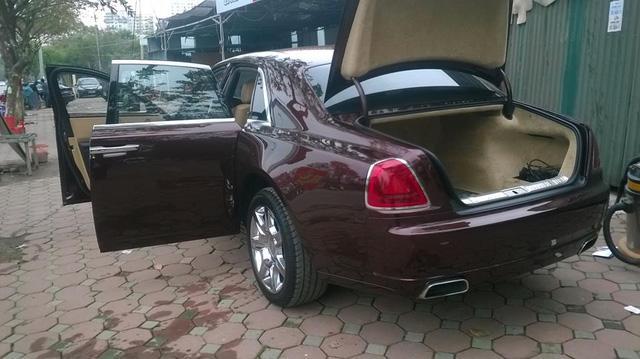 Rolls-Royce Ghost phối màu lạ của đại gia Hà thành - Ảnh 4.