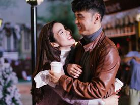 Ưng Hoàng Phúc không ngần ngại âu yếm ôm, hôn Kim Cương trong hậu trường