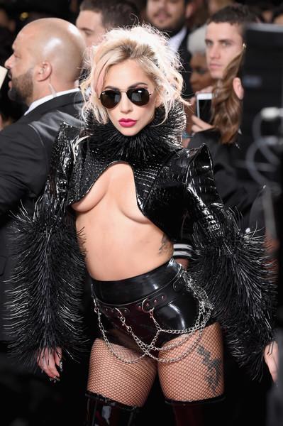 Lady Gaga táo bạo trên thảm đỏ lễ trao giải âm nhạc uy tín nhất hành tinh Grammy