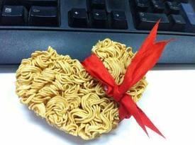 Không thể không cười với những hình ảnh bá đạo nhất hậu Valentine