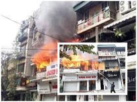 Cháy ở phố cổ Hà Nội: Người thân vật vã nghe tin cụ bà tử vong