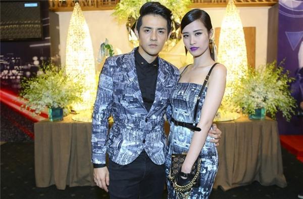 Đông Nhi và Ông Cao Thắng diện váy, vest có cùng họa tiết nằm trong bộ sưu tập Cats in the city của Chung Thanh Phong.