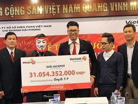Người Hà Nội trúng số độc đắc 31 tỷ đồng đã tới nhận giải