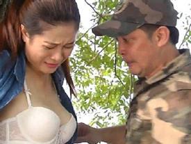 Quay cảnh hở ngực phản cảm, phim hài Việt bị 'ném đá' dữ dội