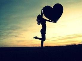Trước khi biết yêu một ai đó, hãy học cách tự yêu chính mình