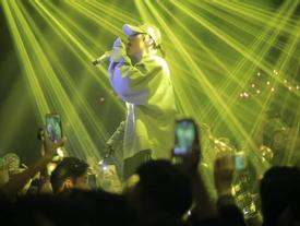 Sơn Tùng cháy hết mình cùng hơn 1.000 anh em Sky với bản Remix 'Lạc trôi' cực mới