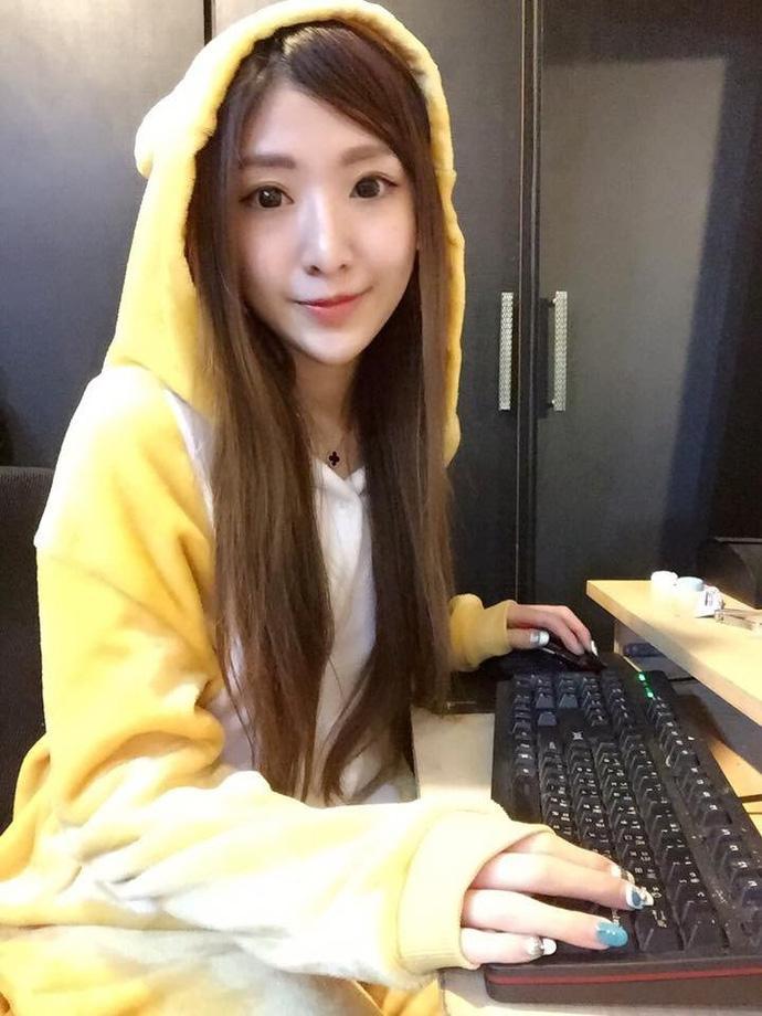 top 5 nu mc livestream xinh dep goi cam nhat dong a hinh anh 15