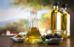 Dầu ôliu chứa các chất chống oxy hóa và chống viêm. Nhiều tại liệu cổ xưa cũng như hiện đại đã viết về cách sử dụng dầu ô liu để nâng cao vẻ đẹp của da và tóc. Ôliu cũng là một thực phẩm làm đẹp tuyệt vời khi có mặt trong chế độ ăn uống. Với nhiều lợi ích cho sức khỏe, bao gồm cả khả năng thúc đẩy sức khỏe tim mạch, dầu ô liu là thực phẩm cần phải có trong gian bếp nhà bạn.