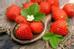 Chỉ cần một cốc dâu tây mỗi ngày sẽ giúp bạn loại bỏ các tế bào da chết và các tạp chất khác. Vitamin C trong dâu tây cũng rất cần thiết cho cơ thể trong việc sửa chữa các mô da bị hư hại.