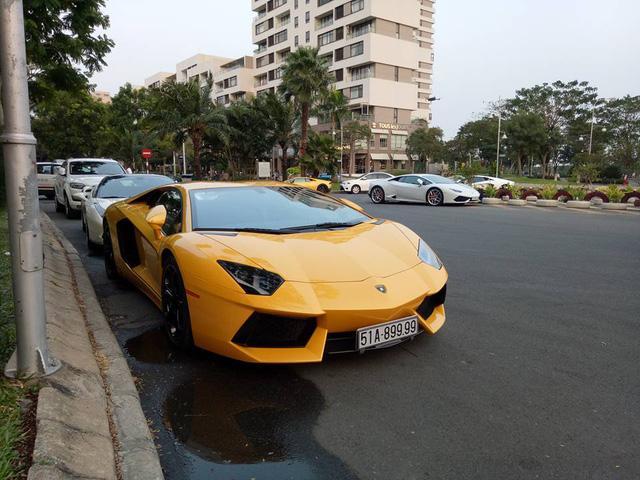 Dàn siêu xe khủng của đại gia Sài thành đi chơi bar cuối tuần - Ảnh 9.