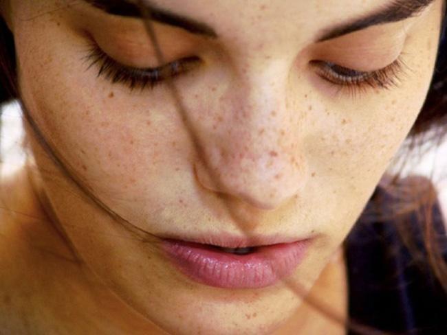 Ngồi máy tính thường xuyên cực hại da và đây là cách khắc phục - Ảnh 1.