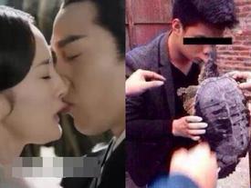 Nụ hôn nóng bỏng của Dương Mịch và Triệu Hựu Đình bị chế với 'rùa khóa môi'