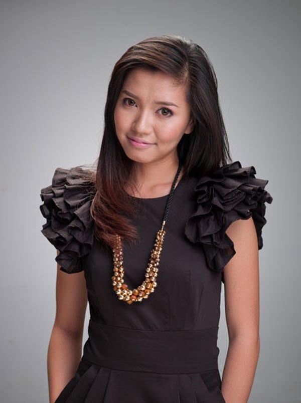 Ngoài Vietnam Idol, Bích Phương cũng để lộ vẻ quê mùa, nhạt nhoà trong một số hình ảnh được thực hiện ở studio.