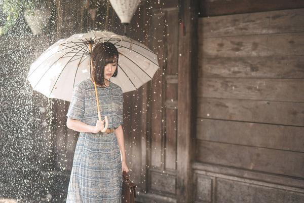 2 MV lên đồ đẹp miễn chê của quý cô vintage Bích Phương có khiến bạn muốn bắt chước? - Ảnh 21.