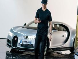 Xem Cristiano Ronaldo cầm lái siêu phẩm triệu đô Bugatti Chiron