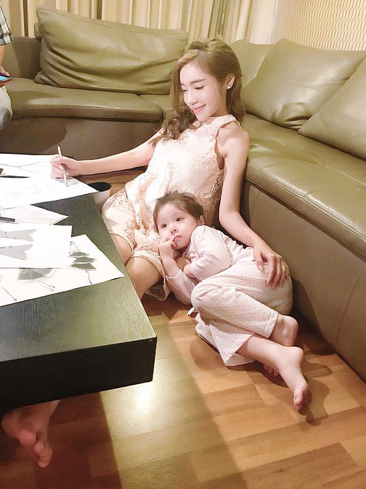 FB 24h: Giữa bão scandal 'tình tay ba', Lâm Vinh Hải thông báo rời Việt Nam ảnh 6