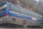 Hòa Bình: Xe ô tô chở học sinh trường Lômônôxốp đi du lịch va chạm với xe máy, 1 người tử vong