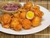 Phillipines: Kwek-Kwek là một trong những món ăn đường phố của Phillipines. Nó được làm bằng cách phủ lớp bột lên trứng gà luộc rồi sau đó chiên ngập dầu cho đến khi có màu vàng nâu. Ngoài trứng gà thì trứng cút cũng được sử dụng phổ biến trong món này.