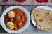 Ethiopia: Doro wat là món thịt gà hầm cùng trứng luộc trong nước sốt đặc biệt của Ethiopia, ăn với bánh mì dẹt.