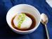 Nhật Bản: Onsen tamago là trứng nấu ở nhiệt độ thấp trong thời gian dài đến khi lòng đỏ đặc sệt. Người ta thường ăn trứng trong một bát nhỏ kèm nước tương.