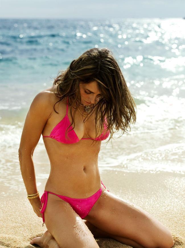 Không quản tuổi tác, người mẫu Elizabeth Hurley vẫn có được thân hình đẹp như tạc và đây chính là bí quyết - Ảnh 1.