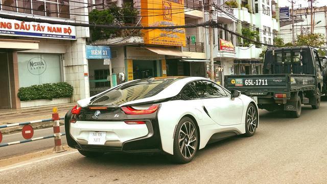 Các thiếu gia miền Tây thu nạp thêm xe sang BMW i8 - Ảnh 2.