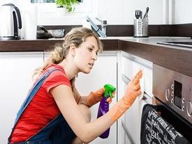 Mẹo đơn giản làm sạch một số dụng cụ bếp cho các chị em nội trợ