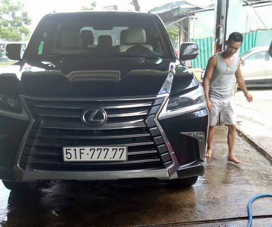 Bắt gặp chuyên cơ mặt đất Lexus LX570 2016 biển ngũ quý 7 tại Sài Gòn - Ảnh 1.