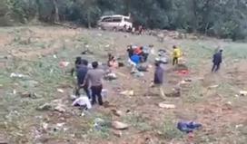 Lật xe du lịch trên đường lên Sapa, 8 người bị thương